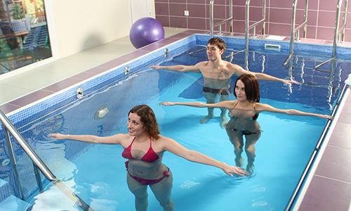 Упражнения в бассейне для здоровья позвоночника