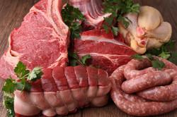 Мясо в больших количествах - одна из причин появления подагры