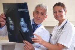 Консультация врача по поводу пункции коленного сустава