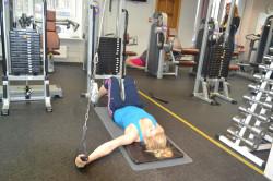 Упражнения для плечевого сустава в тренажерном зале