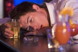 Злоупотребление алкоголем - причина подагры