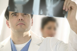 Консультация врача по поводу лечения перелома колена